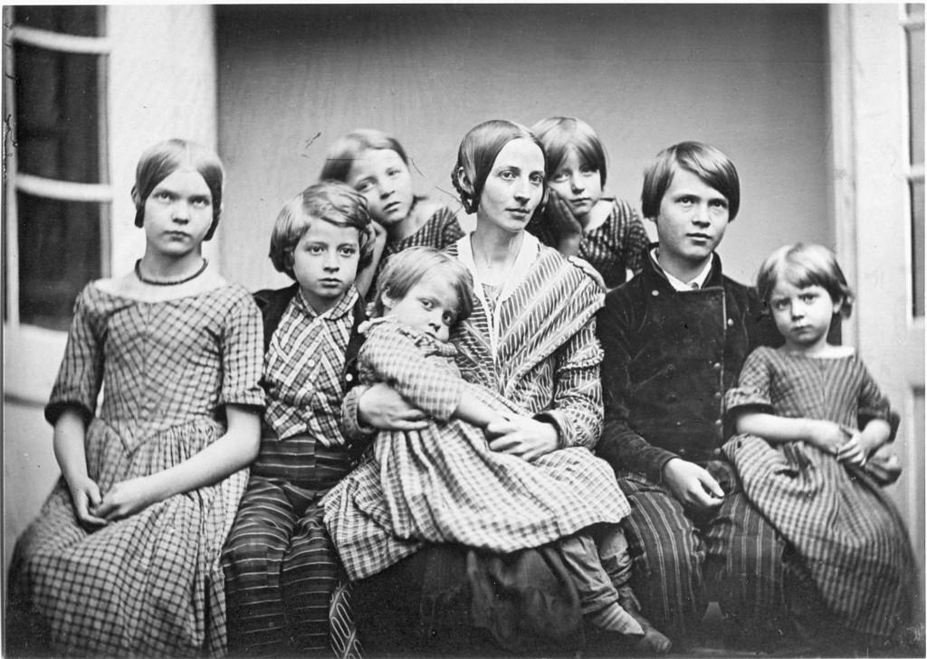 Petri Philipp 003 Familie, links Tochter Marie, rechts Sohn Heinrich.